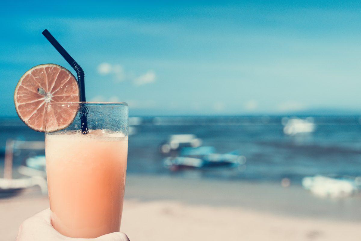 Sete d'estate: ecco 5 drink da evitare.